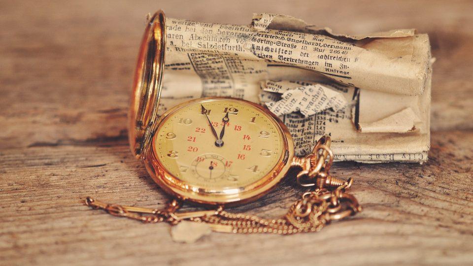 Kapesní hodinky, noviny